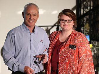 Colin Hooper, Account Manager Adhesive Technologies, Henkel New Zealand, accepted the innovation award from Susan Mudi, Innovation Manager, Lion Beer, Spirits & Wine (New Zealand).