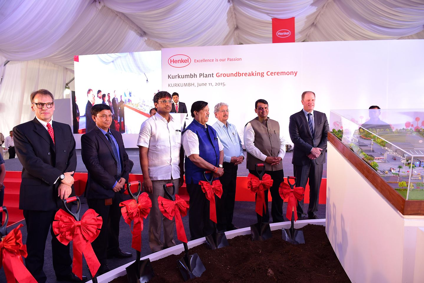 Paul Kirsch (right), Jeremy Hunter (left), and Surendra Mehra (second from left), Project Head of the Kurkumbh Plant, symbolically laid the foundation with dignitaries from the Maharashtra government