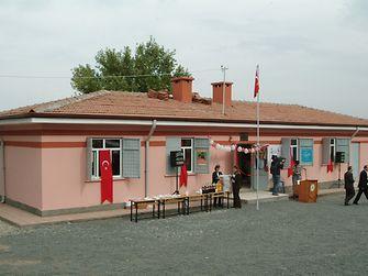 Henkel, TOÇEV'e (Tüvana Okuma İstekli Çocuk Eğitim Vakfı) verdiği destek ile Sarıdallı Henkel İlköğretim Okulu'nu kurdu.