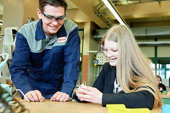 In der Elektrotechnik lernten die Schülerinnen das Löten einer Blinkschaltung