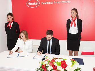 A megállapodást Magyar Levente, gazdaságdiplomáciáért felelős államtitkár és dr. Fábián Ágnes, a Henkel Magyarország ügyvezető igazgatója írta alá