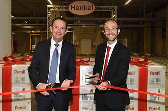 Henkel-Vorstandsvorsitzender Hans Van Bylen und Bruno Piacenza, Vorstand für den Unternehmensbereich Laundry & Home Care, bei der Eröffnung (von links)