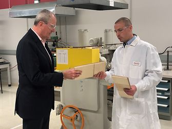 Henkel welcomed Governor Murphy to its facility in Bridgewater, NJ, and showcased innovative new products and designs that enable sustainable solutions for customers.