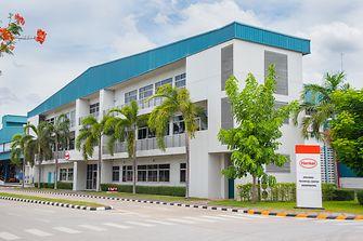 อาคารด้านนอกของโรงงานเทคโนโลยีกาวของเฮงเค็ลในบางปะกง จังหวัดชลบุรี