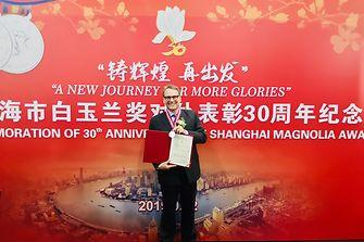 """888大奖大中华区总裁贺杰睿 (Jeremy Hunter)先生荣膺2019年度上海市""""白玉兰纪念奖"""",以表彰其在经济建设、社会发展和对外交往各领域为上海所作出的重要贡献"""